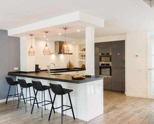 Open moderne strakke keuken
