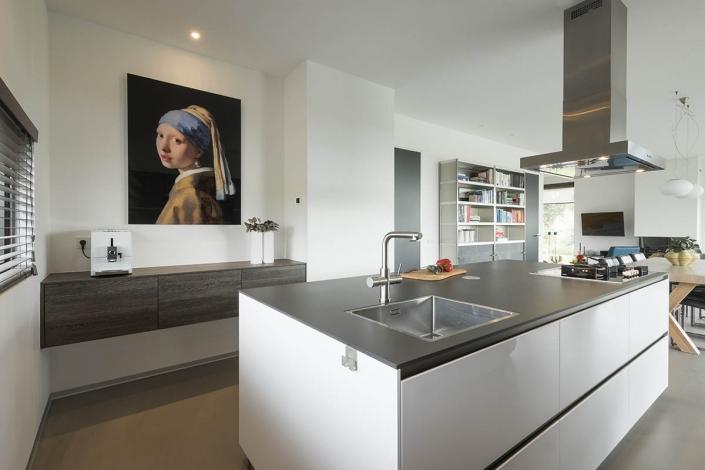 Moderne keuken met kookeiland