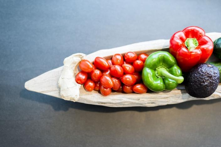 Groenteschaal in moderne keuken