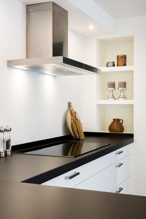 Strakke keuken met staal