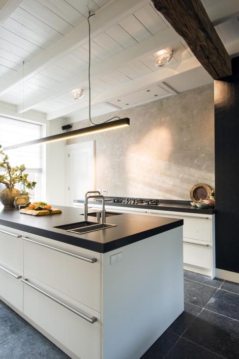 Ruime keuken met kookeiland