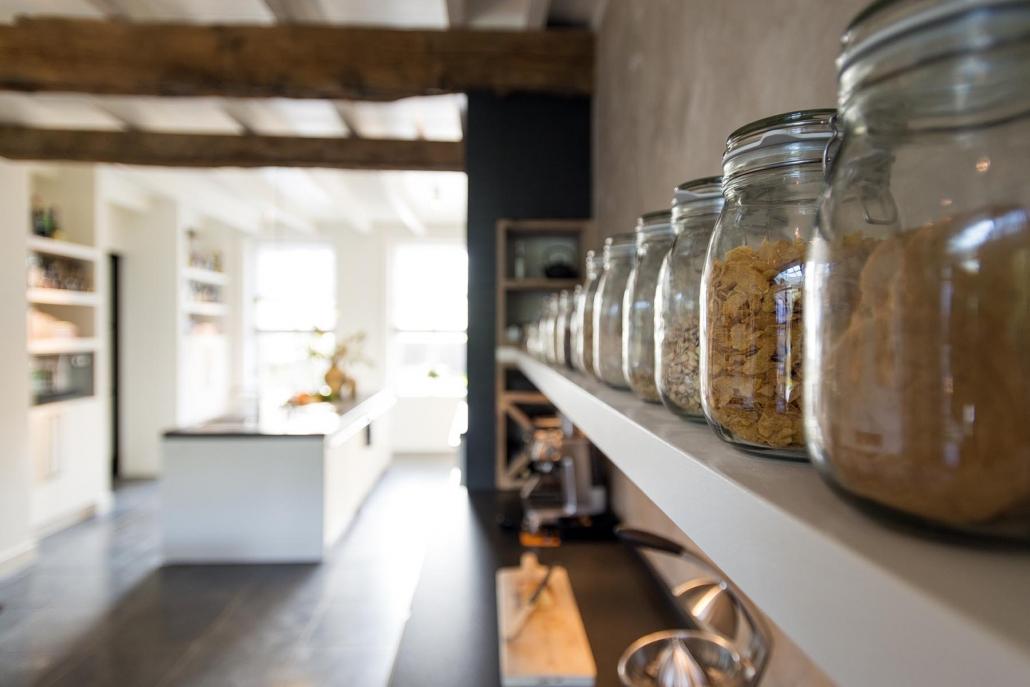 Voorraad potten familie keuken
