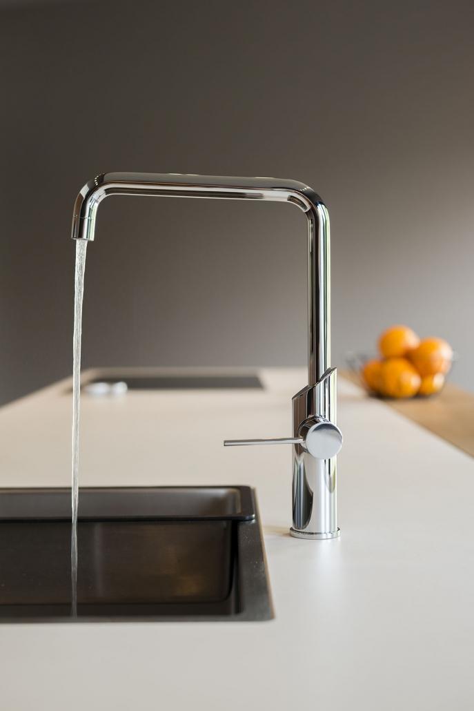 Stalen kraan in design keuken